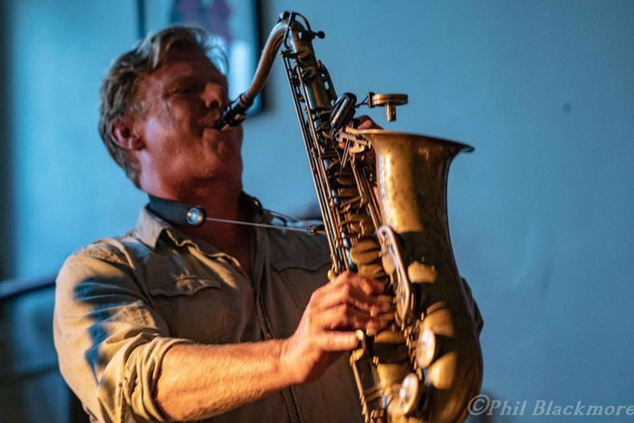 05 Dec / Simon Peat entertains this Thursday at our Blues and Jazz lounge