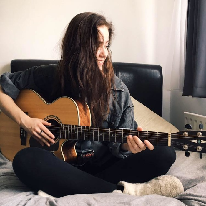 16 Feb/2020 / Emily Harris returns for our Lazy Sunday Afternoon Music Session